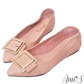 Ann'S微甜輕熟時尚-金色方扣超軟真皮尖頭平底鞋-粉