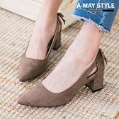 尖頭鞋-復古絨面側縷空朵結跟鞋
