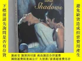二手書博民逛書店Of罕見Love and Shadows【愛情與陰影 英雄戰場,