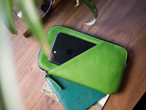 alto 皮革手機收納包 - 萊姆綠【可加購客製雷雕】皮革保護套 護照夾 手拿包 皮夾 長夾