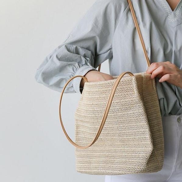 【快出】水桶包草編包ins泰國藤編手提沙灘包 度假大容量編織單肩女包