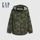 Gap男童 緞面半高領迷彩拉鍊連帽外套 540216-綠色迷彩