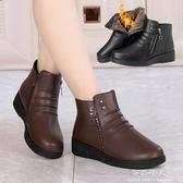 媽媽棉皮鞋女冬季保暖加絨中老年人平底防滑軟底棉靴女短靴雪地靴   完美情人