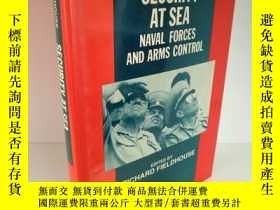 二手書博民逛書店Security罕見at Sea:Naval Forces an