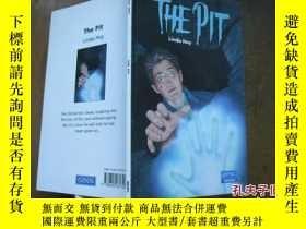 二手書博民逛書店THE罕見PIT LINDA HOYY205889