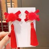 【BlueCat】復古中國風 花朵流蘇 交叉節 朱丹髮夾(2入) 頭飾 髮飾 新年 裝扮