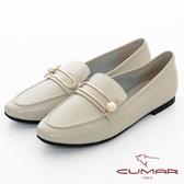 【CUMAR】極簡生活 - 金屬大珍珠飾釦軟漆平底休閒樂福鞋(米灰色)