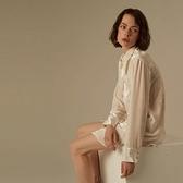 【南紡購物中心】《D Fina 時尚女裝》 甜美純色 撞色鈕釦中長版長袖襯衫