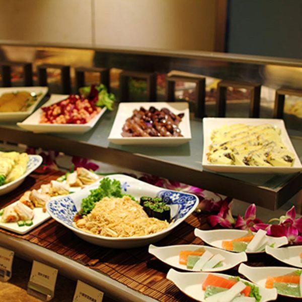台北老爺酒店LeCafe餐廳自助吃到飽午餐或晚餐券平均每人875(假日不加價)