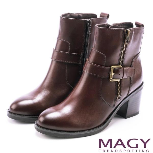 MAGY 紐約街頭時尚 個性騎士皮帶釦環粗跟短靴-咖啡