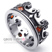 《 QBOX 》FASHION 飾品【R10023734】精緻個性皇冠十字架鑲紅鑽鑲鑄造鈦鋼戒指/戒環(推薦)