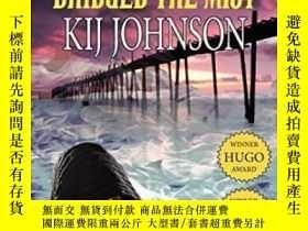 二手書博民逛書店The罕見Man Who Bridged The MistY364682 Kij Johnson Phoeni