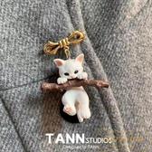 胸針可愛日式貓咪立體胸針3D 立體防走光扣針配飾~繁星小鎮~