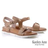 Keeley Ann夏季定番 一字金屬釦全真皮舒適涼鞋(棕色)