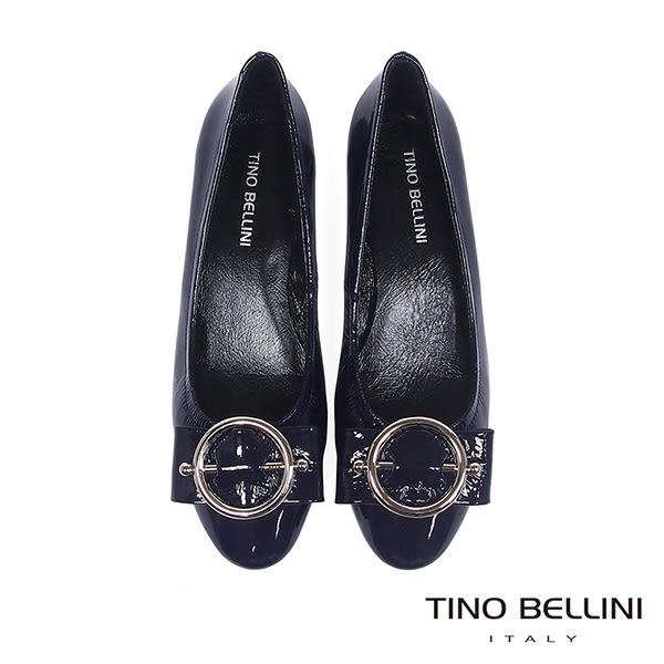 Tino Bellini亮澤牛漆皮金屬釦低跟娃娃鞋_深藍 TF8588