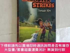 二手書博民逛書店Disaster罕見Strikes 2:Torn PBKY343790 Marlane Kennedy 著 S