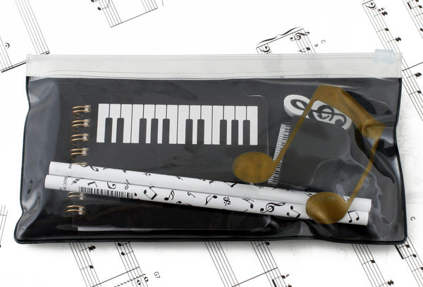 【小叮噹的店】台製 LPB100 文具組合 雙八音符夾鍊筆袋文具組 筆記本+鉛筆+削鉛筆機+橡皮擦