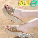坡跟涼鞋新款時尚輕便亮片涼拖鞋女夏顯時尚外穿厚底增高坡跟防水臺沙 快速出貨