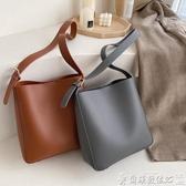 水桶包網紅chic休閒簡約包包女韓版時尚百搭側背斜背水桶包爾碩數位