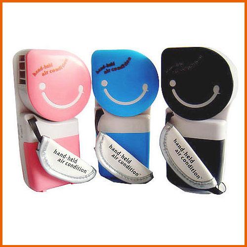 【Love Shop】USB迷你小風扇 水冷技術 隨身冷空調 冷風機 可愛風扇USB電池兩用(不挑色)