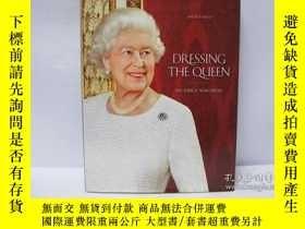 二手書博民逛書店Dressing罕見the Queen: The Jubilee