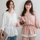 MIUSTAR 背後交疊V領排釦抽繩棉麻上衣(共3色)【NJ1890】預購