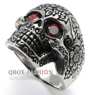 《 QBOX 》FASHION 飾品【R10022236】精緻龐克風雕花鋯石骷髏頭鑄造鈦鋼戒指/戒環