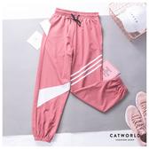 Catworld 撞色斜線條縮口運動褲【12002068】‧S/M/L/XL
