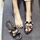 夏季涼拖鞋女時尚蝴蝶外穿珍珠柳釘軟底防滑一字拖低跟沙灘拖鞋潮 蘿莉新品