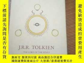 二手書博民逛書店The罕見fellowship of the ring & the two towersY115089 J.R