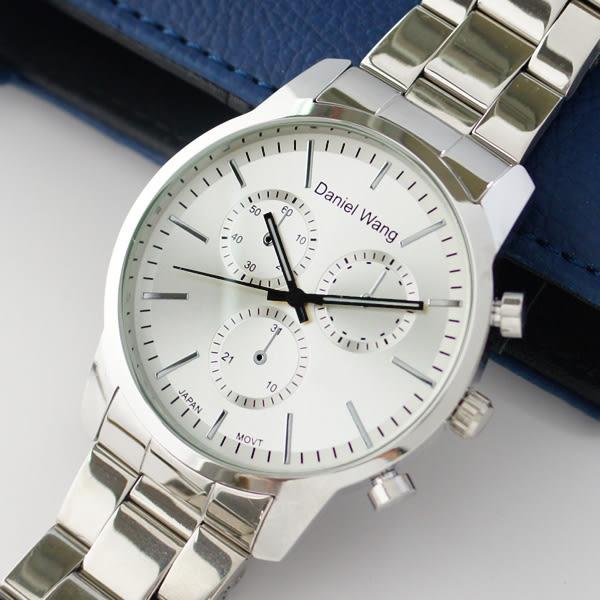Daniel Wang 3136-S 霸氣大錶面經典仿三眼石英銀框金屬男錶 - 白面銀針