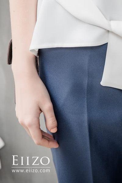 【EIIZO】俐落剪裁挺版後鬆緊直筒九分褲(灰藍)