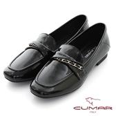【CUMAR】素面漆皮翻摺裝飾樂福平底鞋(黑色)