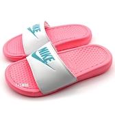 《7+1童鞋》NIKE WMNS BENASSI JDI 輕量 休閒 運動拖鞋 G807 粉色