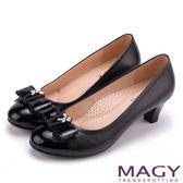 MAGY 甜美舒適款 特殊飾釦水鑽羊皮中跟鞋-黑色