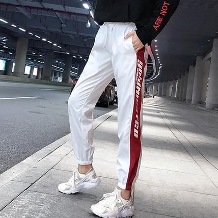 EASON SHOP(GU8962)實拍側邊撞色條紋字母印花雙口袋鬆緊腰抽繩綁帶運動褲女高腰顯瘦長褲修身直筒褲