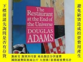 二手書博民逛書店The罕見Restaurant at the End of th