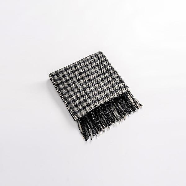 Queen Shop【07010422】層次千鳥格紋流蘇圍巾*現+預*