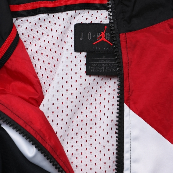 NIKE JORDAN 黑紅 拼接 運動 休閒 防風 風衣外套 童裝 (布魯克林) JDBWA6873RR