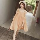 波希米亞風可調吊帶寬鬆露肩蕾絲拼接百褶洋裝 (粉橘)