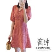 EASON SHOP(GW6369)韓版撞色小格紋收腰前排釦V領泡泡袖短袖傘狀連身裙洋裝女A字裙短裙膝上裙格子紅