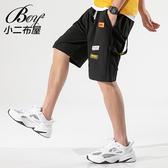 男短褲 趣味縫標設計飄帶休閒短褲【NZ710017】