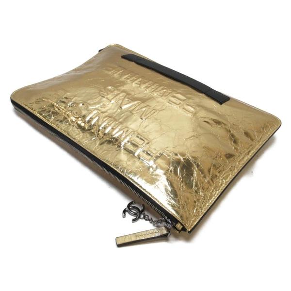 CHANEL 香奈兒 金色金屬漆蠟光牛皮皺摺款手拿包 Document Bag 【二手名牌BRAND OFF】