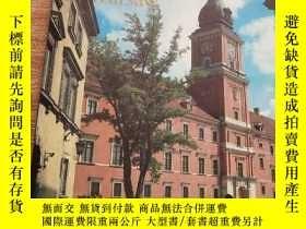 二手書博民逛書店The罕見Old Town and the Royal Castle in Warsaw英文原版Y15196
