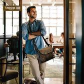 【TROOP】傳統簡約HERITAGE單肩包/TRP0445DB(深棕色)