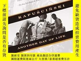 二手書博民逛書店Another罕見Day Of LifeY256260 Ryszard Kapuscinski Vintage