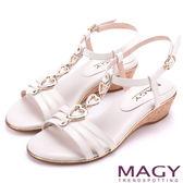 MAGY 時尚穿搭必備款 愛心串連羊皮楔型涼鞋-白色