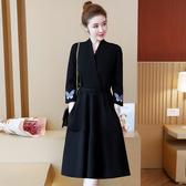 洋裝 連身裙 秋款大碼女裝2020時尚氣質胖MMV領刺繡仙氣減齡遮肚顯瘦V領洋裝