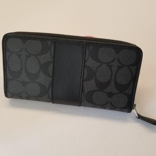 美國Coach金色馬車 防刮皮革經典 鐵灰色C LOGO ㄇ型設計 拉鍊長夾~最新款 ~限量特價