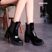 現貨-MIUSTAR 大氣質感厚底尖頭牛漆皮粗跟靴(共1色,36-40)【NE4271T1】